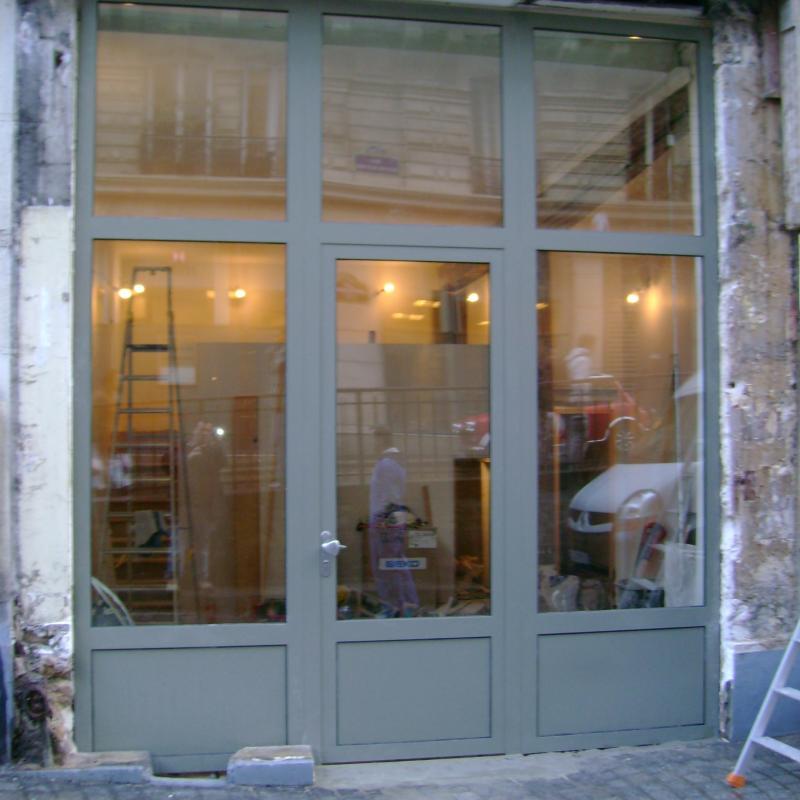 Porte d'entrée de boutique réalisée par la Métallerie AMCI<br>