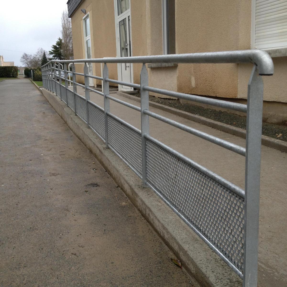 Garde-corps extérieur aux normes PMR<br>