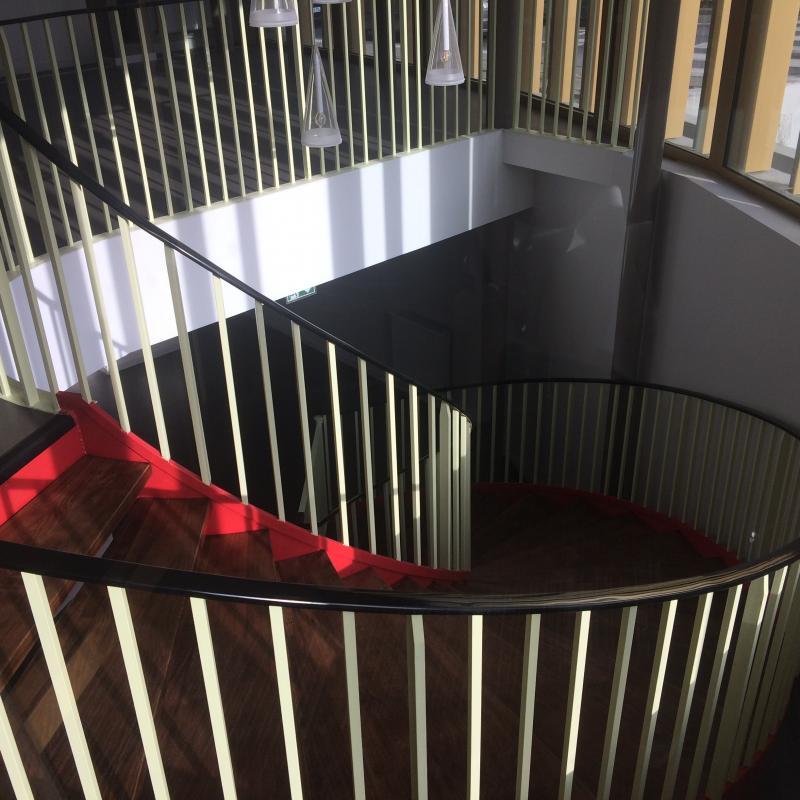 Escalier Métal et Bois réalisé par la Métallerie AMCI