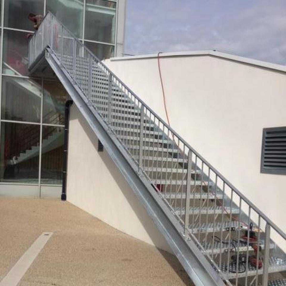 Escalier extérieur en acier galvanisé