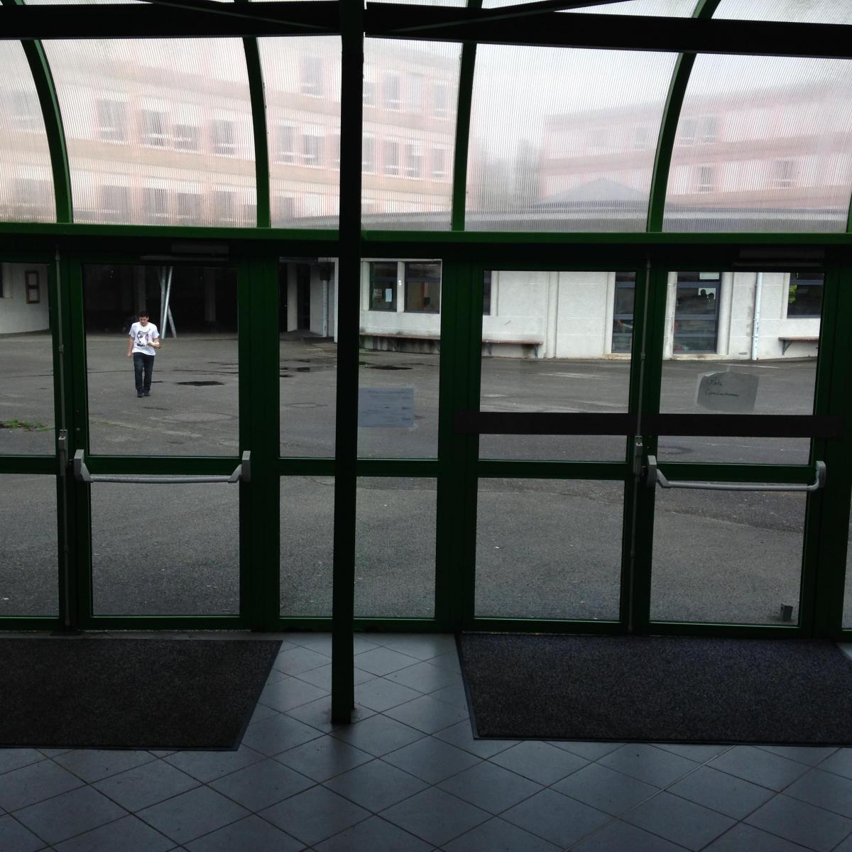 Portes d'entrée installées à l'Aigle<br>