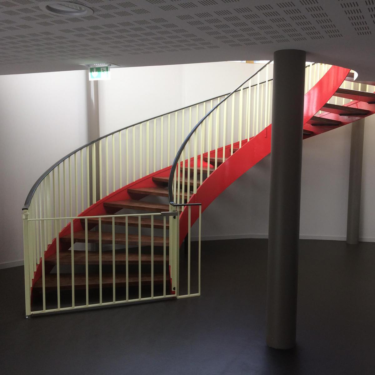 Escalier hélicoïdal acier et bois<br>