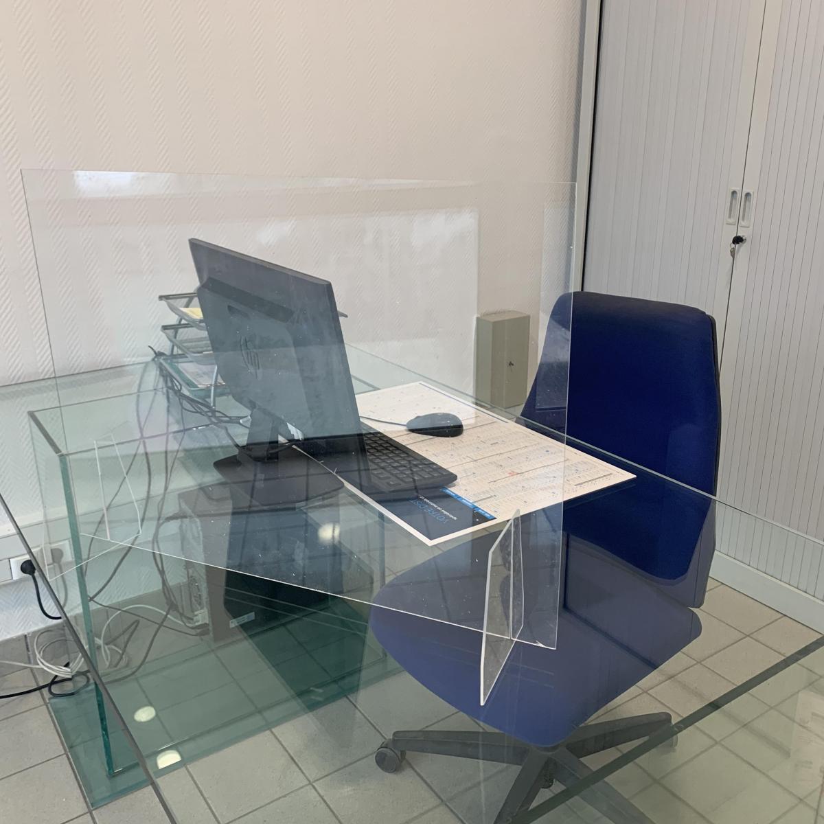 Écran de protection en Plexiglass pour bureaux et comptoirs
